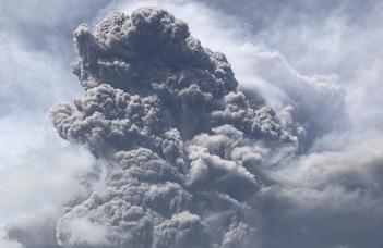 """""""Mintha nem kelt volna föl a Nap, olyan sötétet okoz a vulkáni hamueső"""""""