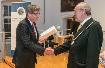 Az European Academy of Sciences and Arts tagja lett Szalay Péter