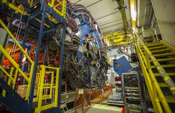 """A """"légörvénybe"""" került ősleves, avagy a kvarkanyag átalakulásának jelei"""