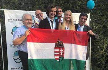 Taroltak a magyar diákok a kémiai diákolimpián